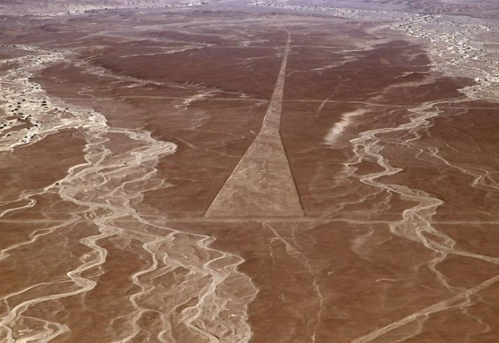 Nazca Lines 2 Ancient Landing Strip Memory Point Your Point For Great Memories
