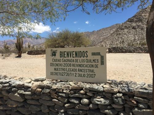 Sign announcing the entrance to Ruinas de Los Indios Quilmes